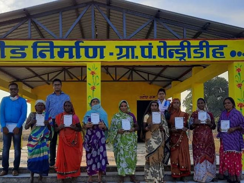 Chhattisgarh : पेंड्रीडीह की महिलाओं ने गोबर बेचकर कमाए 1.32 लाख रुपए