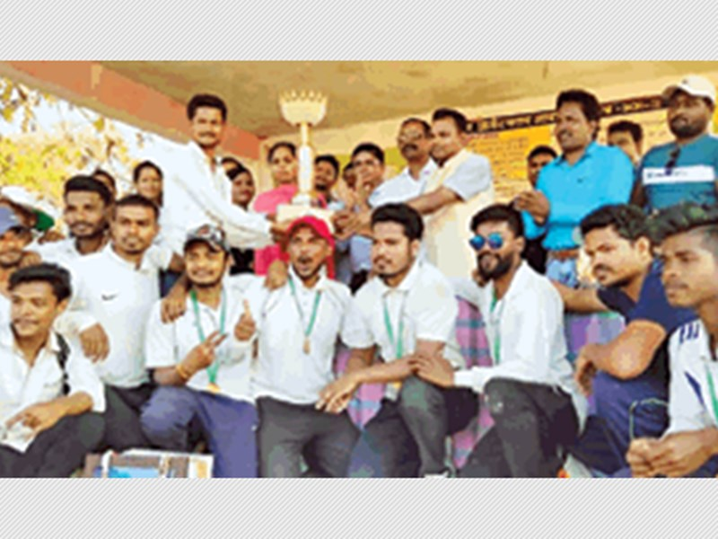 नक्सलगढ़ में दोस्ती का क्रिकेट मैच, नम हुईं दर्शकों की आंखें