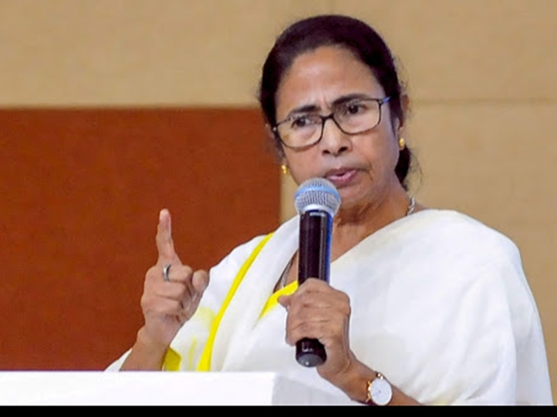 PM Cyclone Meeting Issue: पीएम मोदी को इंतजार कराने का विवाद गहराया