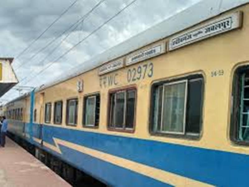 Bhopal Railway Station: जनशताब्दी एक्सप्रेस को मिले 11 आधुनिक कोच, और आरामदायक होगा सफर