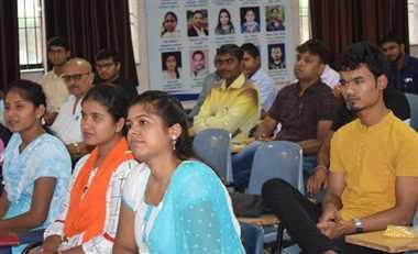 Inspirational News : लक्ष्य प्रकल्प संस्था नक्सल प्रभावित क्षेत्रों के युवाओं को बना रही प्रशासनिक अफसर