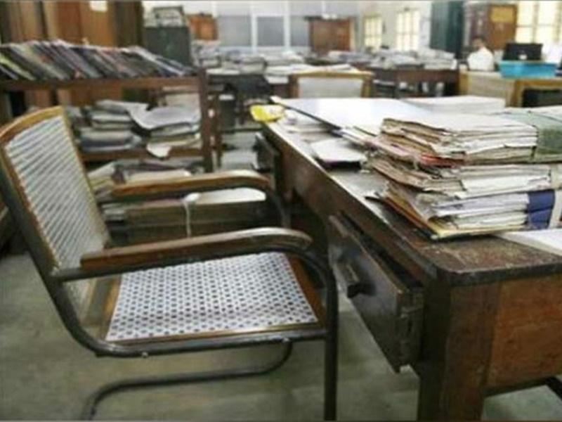 Corona Cases in Delhi : दिल्ली सरकार का बड़ा फैसला, सोमवार से कार्यालयों में होगा 50 प्रतिशत स्टाफ
