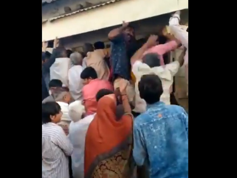 Video: Gujarat में खुली पान की दुकान तो गुटखे और बीड़ी खरीदने टूट पड़े लोग