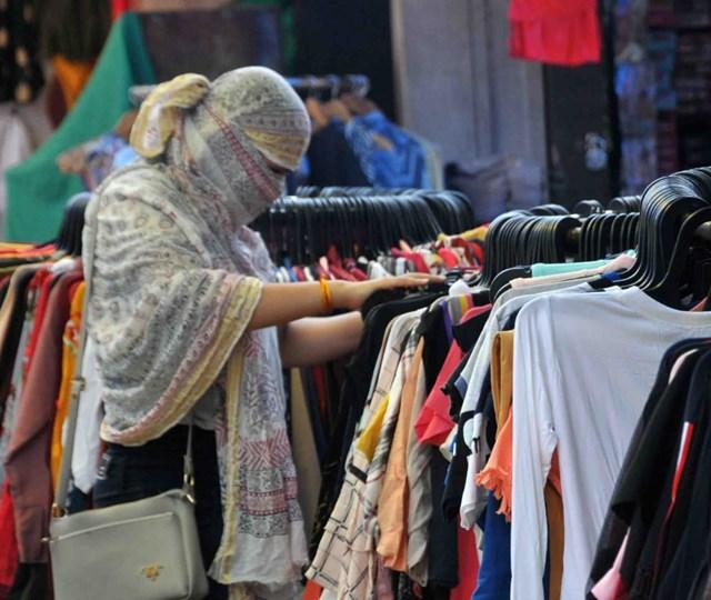 कपड़ों की खरीदी