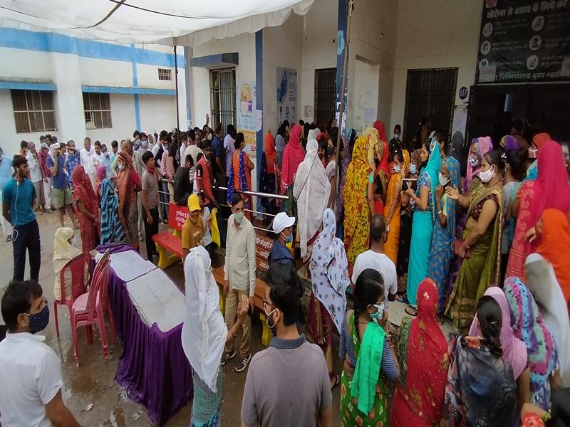Gwalior Vaccination News: बारिश ने रोका वैक्सीन का रास्ता, टारगेट से 9305 कम लगे डोज