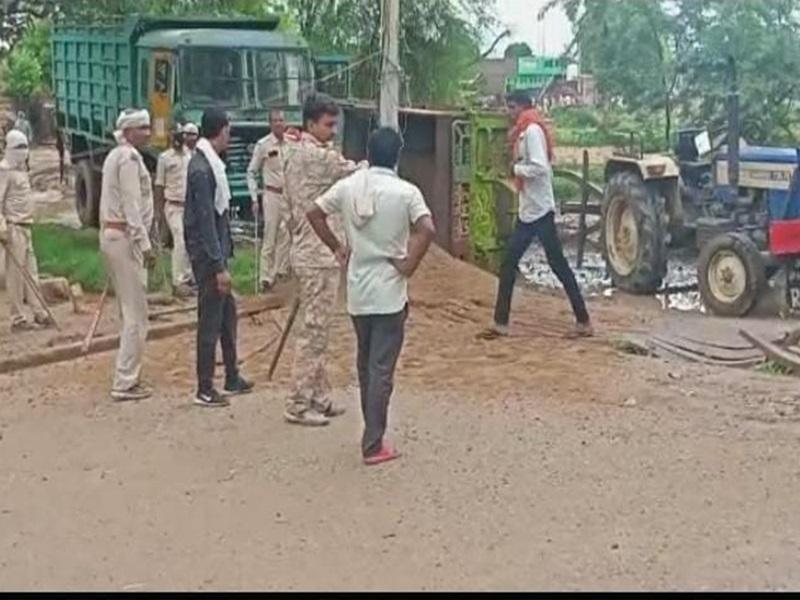 MP के मुरैना जिले में वन विभाग की टीम पर फायरिंग कर ट्रैक्टर लेकर भागे रेत माफिया