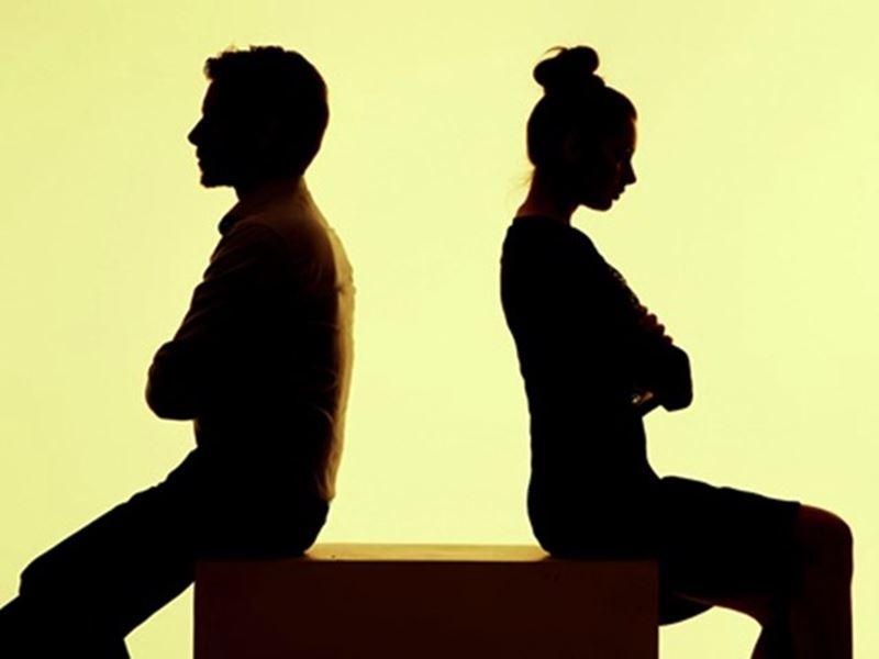 पत्नियों की इच्छा पहले कॅरियर फिर संतान, पतियों को नहीं आ रहा रास
