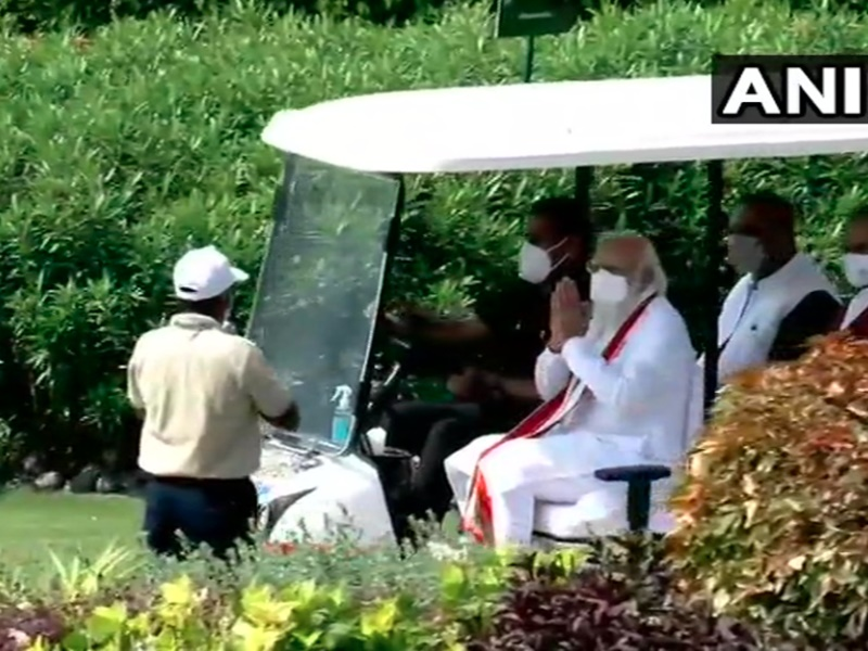 PM Modi in Gujarat: प्रधानमंत्री मोदी ने केवडिया में किया आरोग्य वन का शुभारंभ