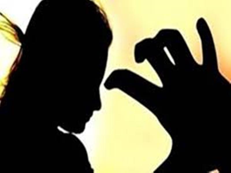 जबलपुर में फिजियोथेरेपी की छात्राओं ने लगाया असिस्टेंट प्रोफेसर पर आरोप, कहा-करते हैं शारीरिक टिप्पणियां