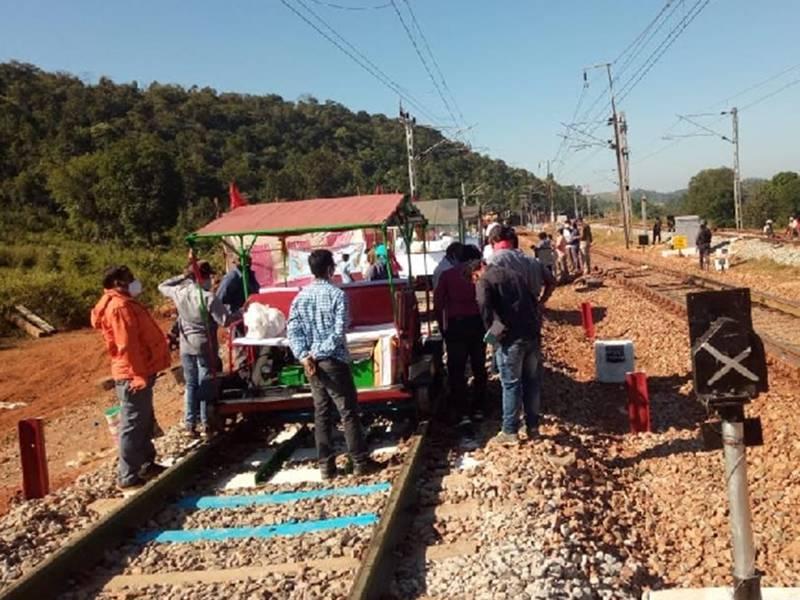 Chhattishgarh News: नक्सलगढ़ में दौड़ी सीआरएस की ट्रेन