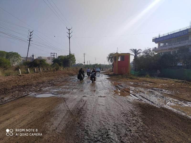 Bhopal News: भोपाल में सड़क का दो बार भूमिपूजन किया, तब भी धूल व कीचड़ से रहवासियों को राहत नहीं
