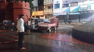 सेंधवा : व्यावसायिक क्षेत्रों में रात को भी हो रही सफाई