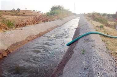 खेतों में पहुंचा माही नहर का पानी, किसान खुश