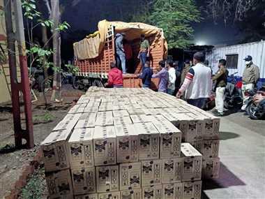 65 लाख रुपये कीमत की अवैध शराब पकड़ी, चालक फरार