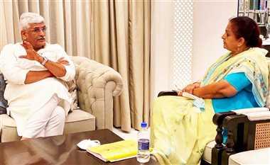 केंद्रीय जलशक्ति मंत्री से मिली पूर्व मंत्री चिटनिस
