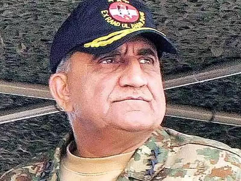 Pak Army Chief Qamar Bajwa: कश्मीर पर जारी तनातनी के बीच इमरान खान ने सेना प्रमुख बाजवा का कार्यकाल 3 साल बढ़ाया