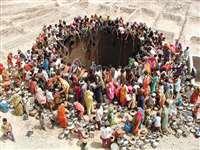 Gujarat Water Crisis: भीषण जलसंकट, इन गांवों में नहाने की जगह पानी के छींटों से चला रहे हैं काम