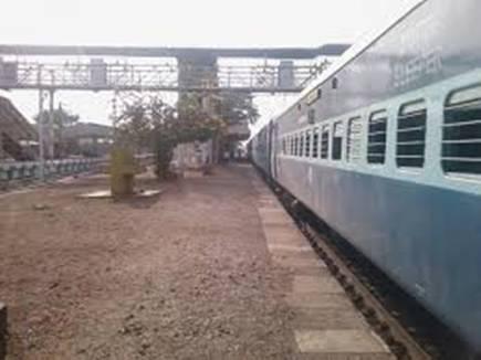विश्व की सबसे लंबी रेलपांत की ढुलाई से रेलवे ने खड़े किए हाथ