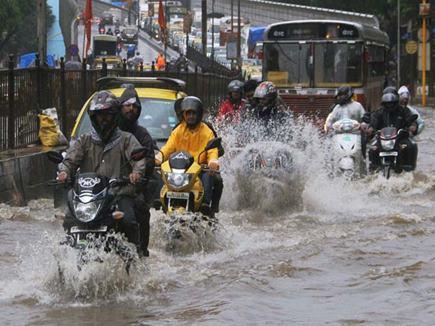 भारी बारिश से मुंबई बेहाल, बुधवार को बंद रहेंगे स्कूल