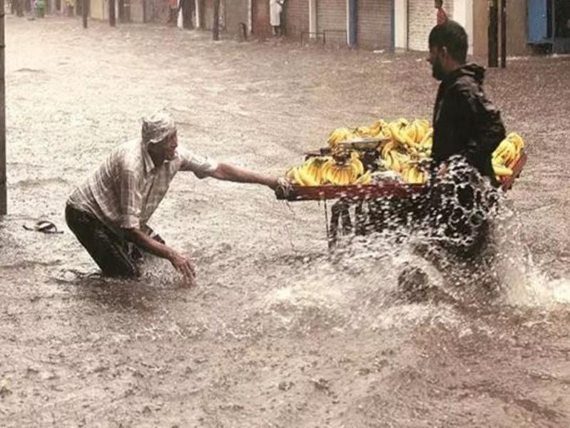 राजकोट में बारिश का तांडव, 30 घंटे में गिरा 18 इंच पानी, अब तक 11 की मौत