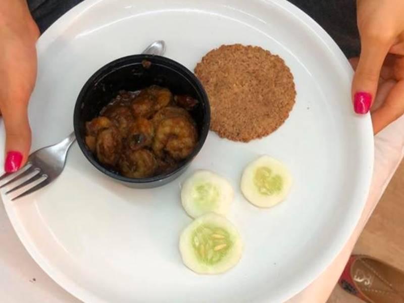 Coolie No 1 : Varun Dhawan ने दिखाई सारा की थाली, एक छोटी-सी रोटी से लेती हैं एनर्जी