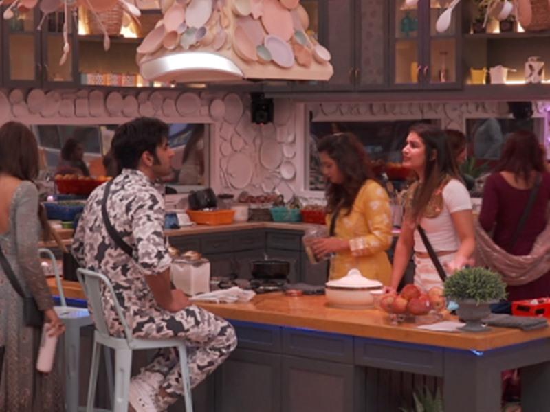 Bigg Boss 13 Day 2 Highlights: शेफाली को 'रोंदू' कहा पारस ने तो सुनना पड़ी खरी-खोटी