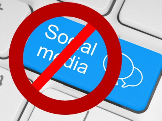 Facebook पोस्ट के बाद भड़की हिंसा के बाद श्रीलंका में Social Media पर फिर पाबंदी