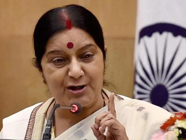 सुषमा स्वराज ने पाक से तत्काल हिंदू लड़कियों को परिवार को सौंपने की मांग की