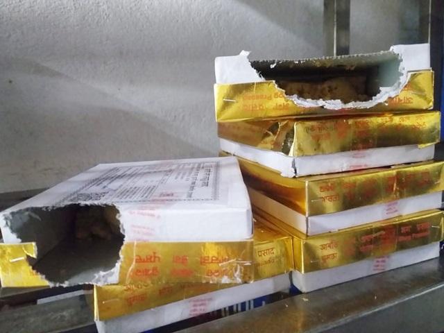 Mahakal Temple Ujjain: गर्मी से हलवा हो रहे लड्डू, चूहे कुतर रहे प्रसाद के पैकेट